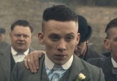 How To Get The John Shelby Peaky Blinders Haircut John Shelby Hair - Hair Cutting Style John Shelby Peaky Blinders, Peaky Blinders Poster, Peaky Blinders Wallpaper, Peaky Blinders Series, Peaky Blinders Quotes, Peaky Blinders Frisur, Traje Peaky Blinders, Peeky Blinders, Peaky Blinder Haircut