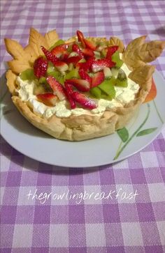 Crostata Primavera con Chantilly, Fragole e Kiwi - Spring Tart with Chantilly, Strawberries and Kiwi http://thegrowlingbreakfast.weebly.com/