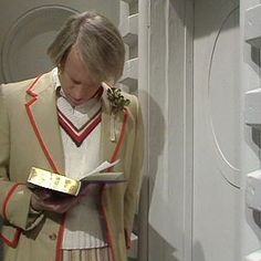 Image from http://www.thedoctorwhosite.co.uk/wp-images/tardis/console-room-season-15/room-adric-1.jpg.