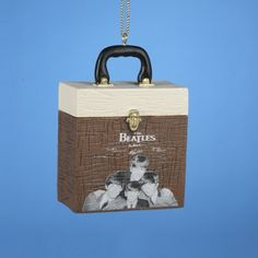 If you know someone who is a Beatles fan, here's some cool gifts.