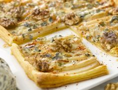 Tarte poires et roquefort Veggie Recipes, Cooking Recipes, Healthy Recipes, Healthy Foods, Pear Pizza, Pizza Pizza, Banana Bread Cake, French Dishes, French Food