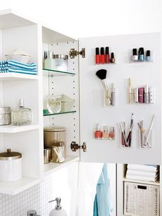 10 simple ideas that quickly create space 10 einfache Ideen die schnell Platz schaffen Medicine Cabinet Organization, Home Organisation, Bathroom Organization, Bathroom Storage, Small Bathroom, Makeup Organization, Bathroom Ideas, Bad Inspiration, Bathroom Inspiration
