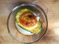 Gevulde avocado uit de oven http://www.betterrecipes.com/blogs/daily-dish/2013/08/22/paleo/