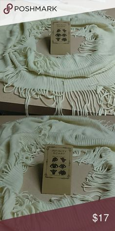CHUNKY INFINITY CREAM IVORY SCARF FREE SIZE MANY WAY TO WEAR I PUT A CARD SHOWING DIFFERENT WAYS TO WEAR THIS CHUNKY  PRETTY INFINITY SCARF ... EACH SCARF COMES WITH DIRECTIONS HOW TO WEAR INFINITY SCARF MANY WAYS IT'S VERY LONG THICK TO BE ABLE TO WEAR DIFFERENT WAYS GREAT FOR FALL AND WINTER CUZ YOU CAN DO SO MUCH WITH !!!!!!!!!!!!! wholesale Accessories Scarves & Wraps