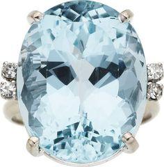 Aquamarine, Diamond, White Gold Ring O anel possui uma água-marinha de forma oval medindo 21,00 x 16,50 x 12,00 milímetros e pesando cerca de 23,75 quilates, realçada por diamantes single-cut pesando um total de aproximadamente 0,15 quilates, definidas em ouro branco 18k