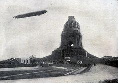 Zeppelin Luftschiff Hansa über dem Völkerschlachtdenkmal in Leipzig Paris, Zeppelin, Lipsy, Whale, Berlin, Black And White, Retro, Monuments, Building