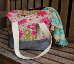 Overnighter Ellie Travel Case Tutorial by Heidi Staples of Fabric Mutt