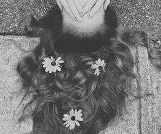 flowers in hair | tumblr