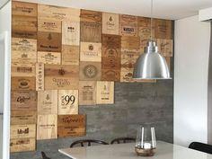 Laterais de caixas de vinho na parede