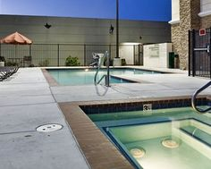 Hampton Inn Brentwood Hotel, CA - Outdoor Pool Area and Lounge Chairs