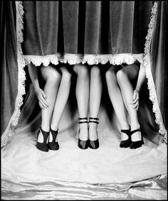 Fall Fashion Revue 1947 by Philippe Halsman (c) Magnum Photos Magnum Photos, Ansel Adams, Vintage Love, Vintage Shoes, 1940s Shoes, Vintage Glamour, Philippe Halsman, Erwin Olaf, Life Magazine