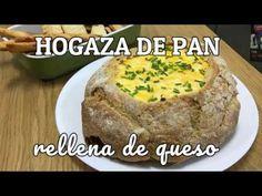 Esta hogaza de pan con queso es un éxito enel centro de todas tus mesas de fiesta y reuniones. Es una versión rústica de la fondue de queso tradicional. Pan Relleno, Fondue, Baked Potato, Potatoes, Baking, Ethnic Recipes, Up, Gastronomia, Salads