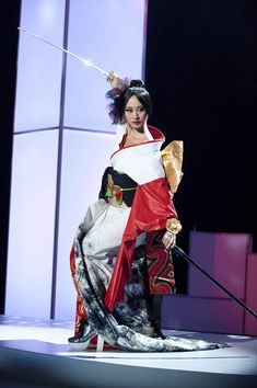 Miss Japan for the 2011 Miss Universe pageant. Miss Universe Costumes, Miss Universe National Costume, Miss Japan, Miss Universe Japan, Costumes Around The World, Japan Photo, Miss World, Belly Laughs, Beauty Pageant