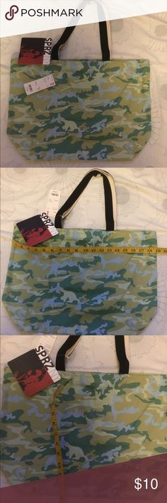 Uniqlo Andy Warhol tote 🍃 NWT Andy Warhol design tote. See pictures for measurements. My home is pets and smoke free. Freebie with every purchase of my closet. Bundle and save 10% 🌸✨🛍 Uniqlo Bags Totes