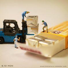 """""""Cargo""""  http://miniature-calendar.com/130610/"""