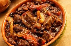 Slow Cooker Beef and Beer Stew with Carrots and Celery Beef Goulash, Bean Stew, Slow Cooker Beef, World Recipes, Soups And Stews, Cooking, Ethnic Recipes, Cooker Recipes, Crockpot Recipes