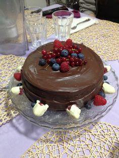 Torta del Bosco - pan di Spagna al cacao, crema al mascarpone e frutti di bosco e ganache al cioccolato