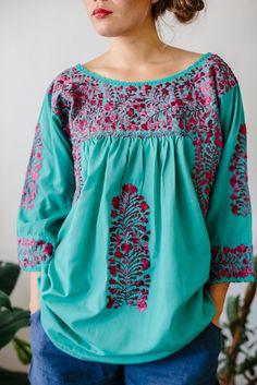 7c8e30671 87 mejores imágenes de Blusas bordadas