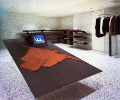 Issey Miyake Store interior by Shiro Kuramata. 80s Interior Design, Retail Interior, Interior Decorating, Issey Miyake, Loft Interiors, Vintage Interiors, Shiro, Retail Space, Commercial Interiors