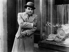 Edward G. Robinson in Little Caesar (1931) The first big gangster production of the 1930's