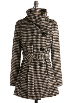 You are fastidious about what outerwear makes it into your coat collection - and when you slip on this soft, cozy houndstooth coat, you know that this will be a piece that earns its place.