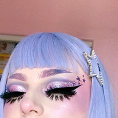 look at this lil snoot ⭐️✨ I love cut creases ? it's tricky doing them in pastels but I'm gonna play w it more 💪🏻💜 . Lolita Makeup, Pastel Goth Makeup, Edgy Makeup, Rave Makeup, Colorful Eye Makeup, Makeup Art, Beauty Makeup, Beauty Tips, Makeup Inspiration