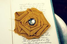 grey luster girl: No-Sew Fabric Flower Brooch and Hair Clip Tutorial