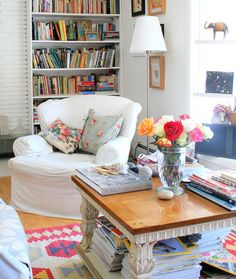 Check Out 50 Elegant Feminine Living Room Design Ideas. Pastel colors and pink are beyond competition, don't hesitate to use them for wallpapers, curtains, furniture and accessories – these colors are top feminine ones! Eclectic Chairs, Eclectic Living Room, My Living Room, Home And Living, Living Spaces, Living Area, Design Eclético, Deco Design, House Design