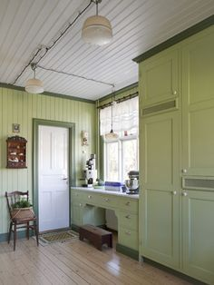 A quaint and lovely green country kitchen Interior, Vintage Kitchen, Green Kitchen, Interior Design Videos, Green Country Kitchen, Cottage Interiors, Home Greenhouse, Homemade Furniture, Shabby Chic Kitchen