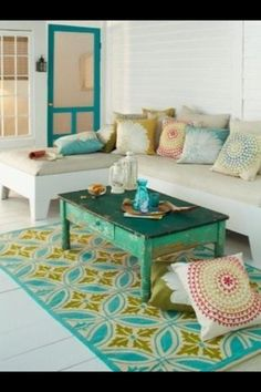 Pallet couch - twin beds - yummy idea for my porch