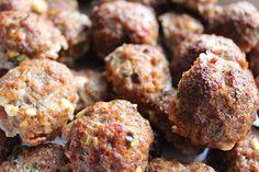 Olgas: Oksekødsfrikadeller med tomat og feta i ovn
