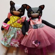 These two gorgeous black kittens are still waiting to be adopted in my shop (link above in bio!) I haven't had a chance to make more dolls as quickly as I would like...but I'm starting to plan now! What sorts of kitties would you like to see? Or bears maybe?.... xx
