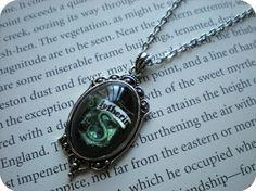 Petit collier de Serpentard pour jeune par AzureeAlice sur Etsy