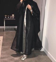 IG: ManaalAlHammadi || IG: BeautiifulinBlack || Abaya Fashion ||