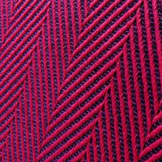 Didymos Lisca Fuchsia Woven Wrap- Love Liscas, cushy, moldable, and the easiest DH ever! I think I need to add one back in my stash.