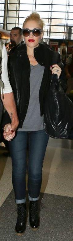 Who made  Gwen Stefani's black handbag, sunglasses, blue skinny jeans, and black boots?