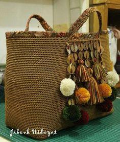 Elements of The Perfect - Pom Pom Crochet bag - Crochet Tote, Crochet Handbags, Crochet Purses, Hand Crochet, Jute Bags, Boho Bags, Basket Bag, Tapestry Crochet, Fabric Bags