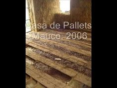 Mueblesdepalets.net: Casa hecha con palets en Chile Hardwood Floors, Flooring, Natural Building, Chile, Texture, Crafts, Building Homes, Pallets, Cob Houses