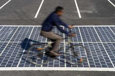 GCW(Global Construction Review) 보고서에 따르면 프랑스는 앞으로 5년 동안 1,000km에 달하는 태양전지 패널을 깔아 놓은 도로 부설을 계획하고 있다. 프랑스 기업인 콜라스(Colas)가 개발한 두께 7mm짜리 태양전지 패널인 와트웨이(Wat...
