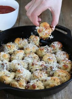 These pull apart gluten free garlic knots, made in a cast iron skillet, are crispy on the outside, soft inside. Packed with garlic and herb flavor!