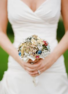 Vintage brooch bouquet, photo by Ryan Ray.hope i can find some pretty brooches for mine! Chic Wedding, Floral Wedding, Wedding Blog, Dream Wedding, Perfect Wedding, Wedding Ideas, Wedding Brooch Bouquets, Bridesmaid Bouquet, Alternative Bouquet