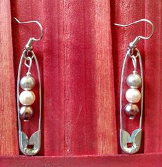 Pair of 2 inch safety pin earrings with colored pearls in center. Set comes with pair of in Safety Pin Crafts, Safety Pin Jewelry, Safety Pin Earrings, Beaded Earrings, Earrings Handmade, Beaded Jewelry, Pearl Earrings, Silver Jewelry, Safety Pins