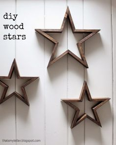 DIY Pottery Barn Inspired Wooden Stars You can knock out these knock off stars in no time with a handy miter saw and a fancy DIY cutting jig. The post DIY Pottery Barn Inspired Wooden Stars appeared first on Wood Diy. Small Wood Projects, Scrap Wood Projects, Diy Projects, Jig Saw Projects, Diy Furniture Plans Wood Projects, Sewing Projects, Easy Woodworking Projects, Woodworking Projects Diy, Woodworking Plans