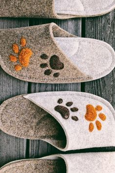 Handmade personalized matching slippers for dog lovers. Dog Crafts, Felt Crafts, Sewing Crafts, Felted Slippers, Crochet Slippers, Rainbow Fish Activities, Wedding Gifts For Bride And Groom, Felt House, Personalised Gifts For Him