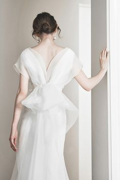 18 Wedding Dresses That Make A Romantic Statement With A Royal Touch! Bridal Robes, Bridal Dresses, Korean Wedding Dresses, Elegant Wedding Dress, Wedding Gowns, Weeding Dress, Korean Dress, Romantic Weddings, Look Fashion
