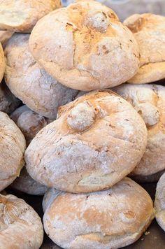 Durante moito tempo o pan de Santiago foi considerado como un dos mellores de Galiza. Spanish Bread, Spanish Food, Bosch Mum, British Baking, Saint Jacques, Bread Machine Recipes, Pan Bread, Charcuterie, I Foods