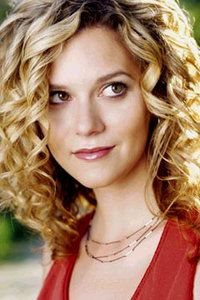 One Tree Hill - OTH - Peyton Sawyer - Hilarie Burton blonde curly hair Long Curly Hair, Curly Girl, Curly Hair Styles, Wavy Hair, Hilarie Burton, Pretty People, Beautiful People, Peyton Sawyer, One Tree Hill