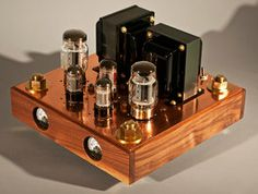 This is one of a pair of mono valve amplifiers that I built. The base is made of walnut, the rest is copper and brass. Home Audio Speakers, Hifi Audio, Radios, Valve Amplifier, Radio Design, Nixie Tube, Steampunk Design, Vacuum Tube, Ham Radio