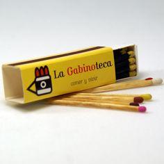 """Cajas de cerillas modelo """"Prisma"""" para el restaurante La Gabinoteca en Madrid."""