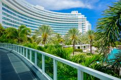 El histórico Hotel #Fontainebleau, uno de los más prestigiosos de los #EstadosUnidos, que cuenta con el tropical encanto del sur de la #Florida. No dejes de conocerlo en #Miami. http://www.bestday.com.mx/Miami-area-Florida/ReservaHoteles/